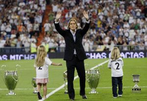 Míchel Salgado se marchó entre lágrimas del Bernabéu