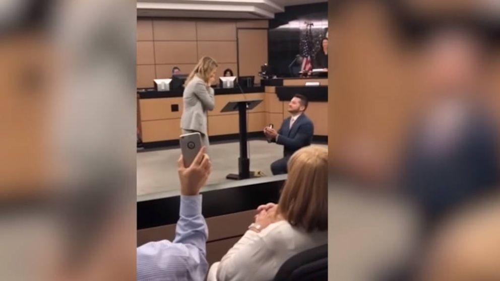 Mejor que lo del Primark: un abogado monta un juicio para pedir matrimonio