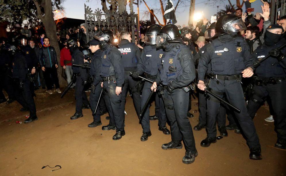 Foto: Agentes antidisturbios de los Mossos d'Esquadra en una imagen de archivo. (EFE)