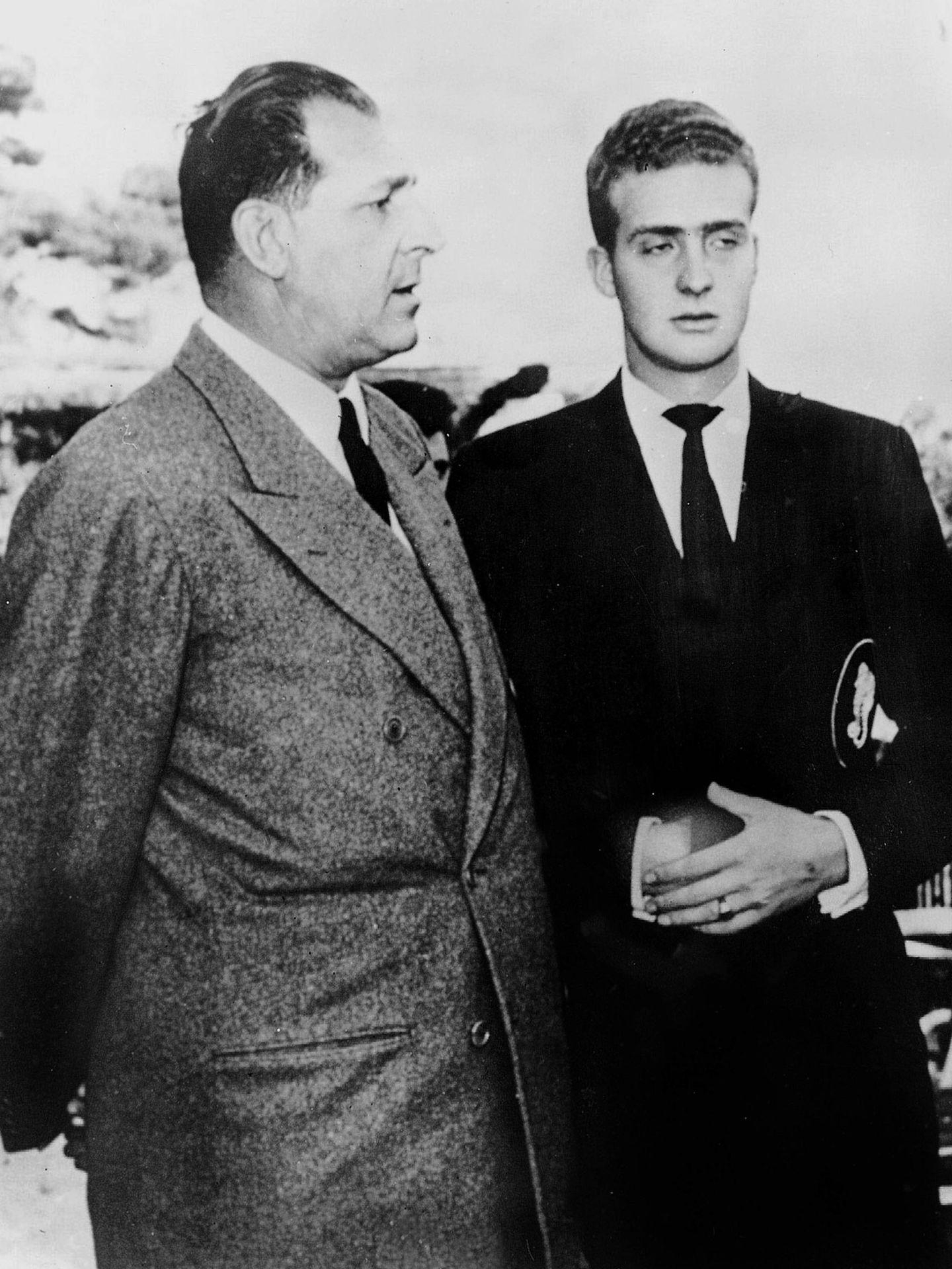 El conde de Barcelona y el entonces príncipe Juan Carlos. (Cordon Press)