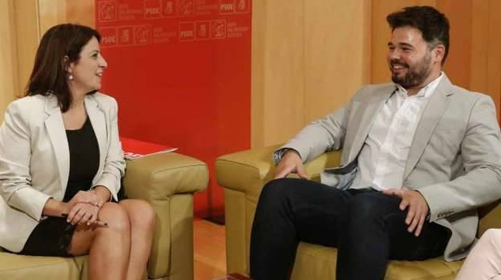 Foto: Adriana Lastra y Gabriel Rufián, en una reunión en julio. (EFE)