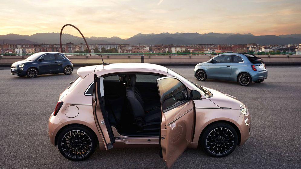 Foto: Tercera variante de carrocería para el Fiat 500 eléctrico, con dos puertas en el lado derecho.