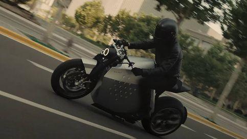 La moto eléctrica que te sigue allá donde vayas y ayuda en la conducción