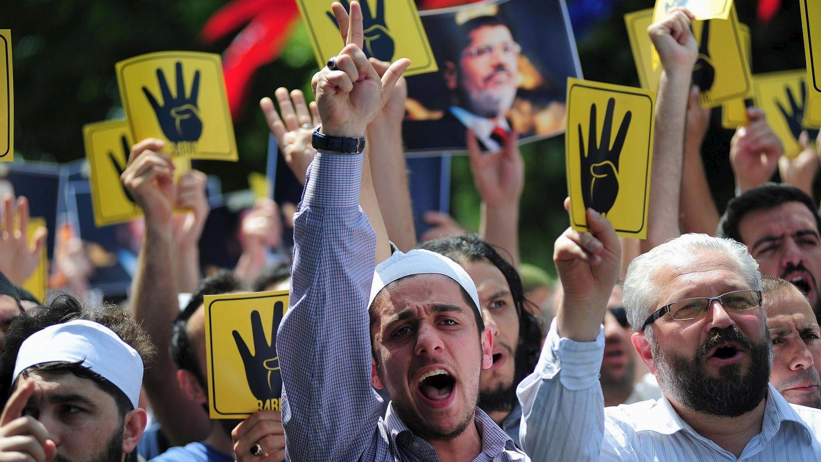 Foto: Simpatizantes de los Hermanos Musulmanes se manifiestan a favor del derrocado Presidente egipcio Mohamed Morsi, en mayo de 2015 (Reuters)