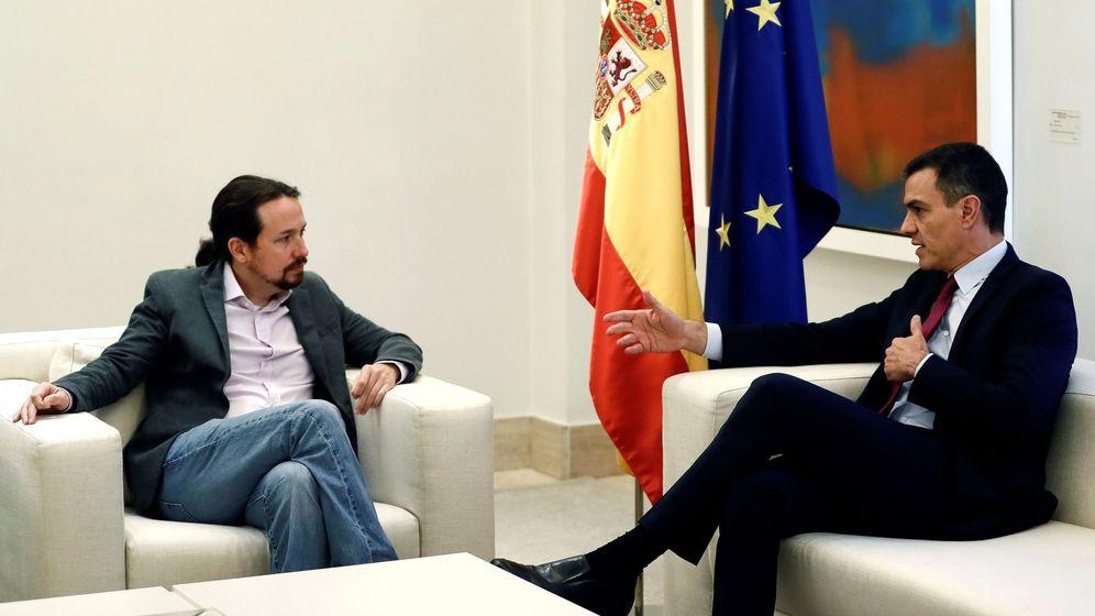 Foto: El presidente del Gobierno en funciones, Pedro Sánchez (d), se reúne con el líder de Unidas Podemos, Pablo Iglesias (i), este miércoles en el Palacio de la Moncloa. (EFE)