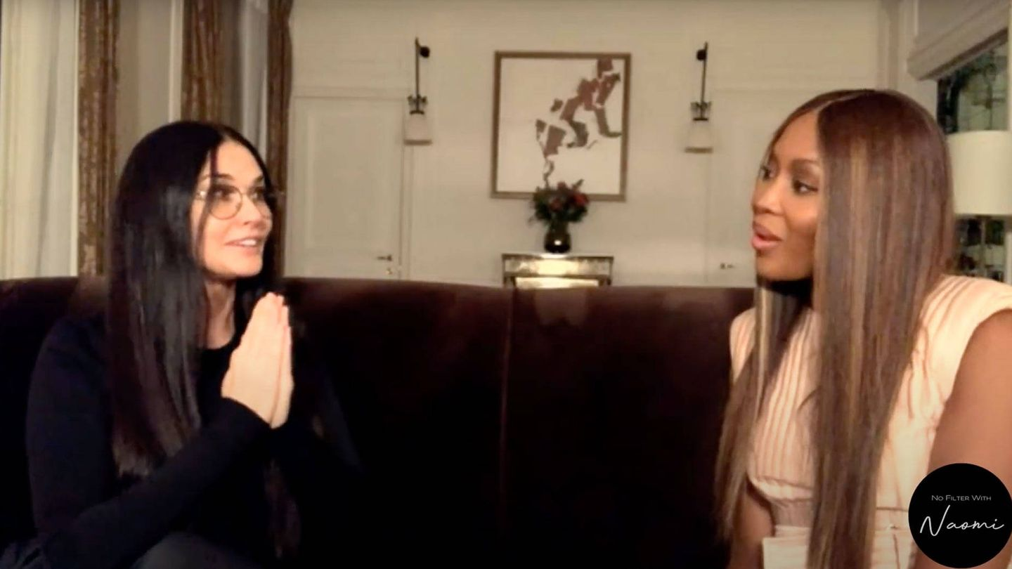 Demi Moore y Naomi Campbell. (YouTube)