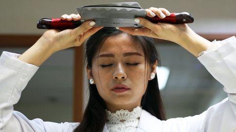Un centro de terapia en Taiwán masajea a sus pacientes con cuchillos