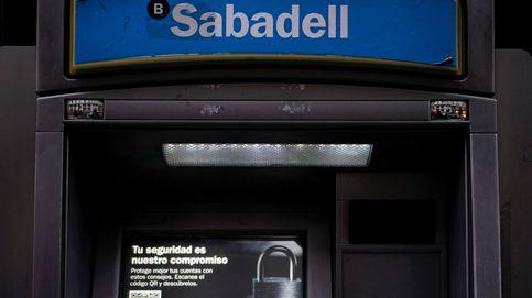 S&P rebaja la nota a Sabadell y se queda a un escalón del grado especulativo