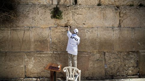 Limipieza del Muro de las Lamentaciones