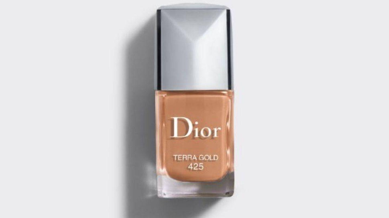 Esmalte color cúrcuma de Dior.