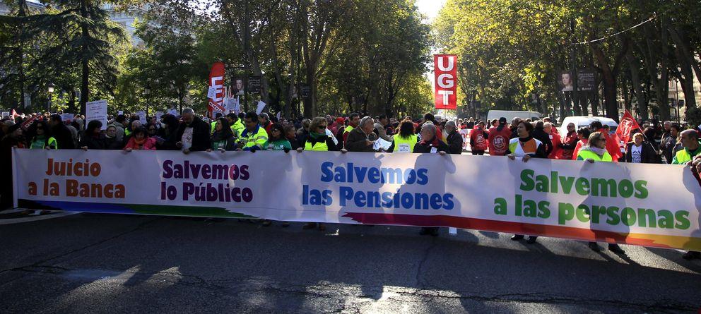 Foto: Manifestación en Madrid en defensa de los servicios y pensiones públicas