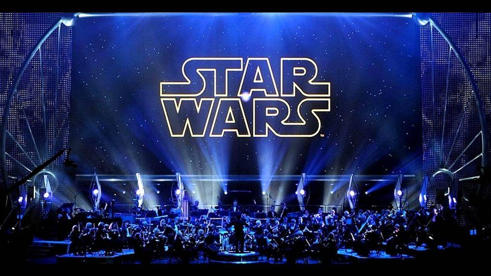 Foto: Una orquesta interpreta la música de 'Star Wars'. (YouTube)