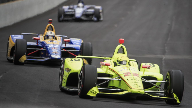 Foto: Simon Pagenaud, del equipo Penske, durante las 500 Millas de Indianápolis. (EFE)