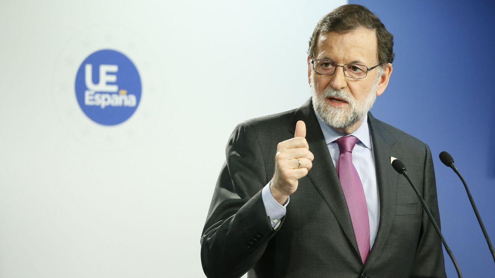 """Foto: Rajoy agradece a los trabajadores su """"contribución a la recuperación"""". (EFE)"""