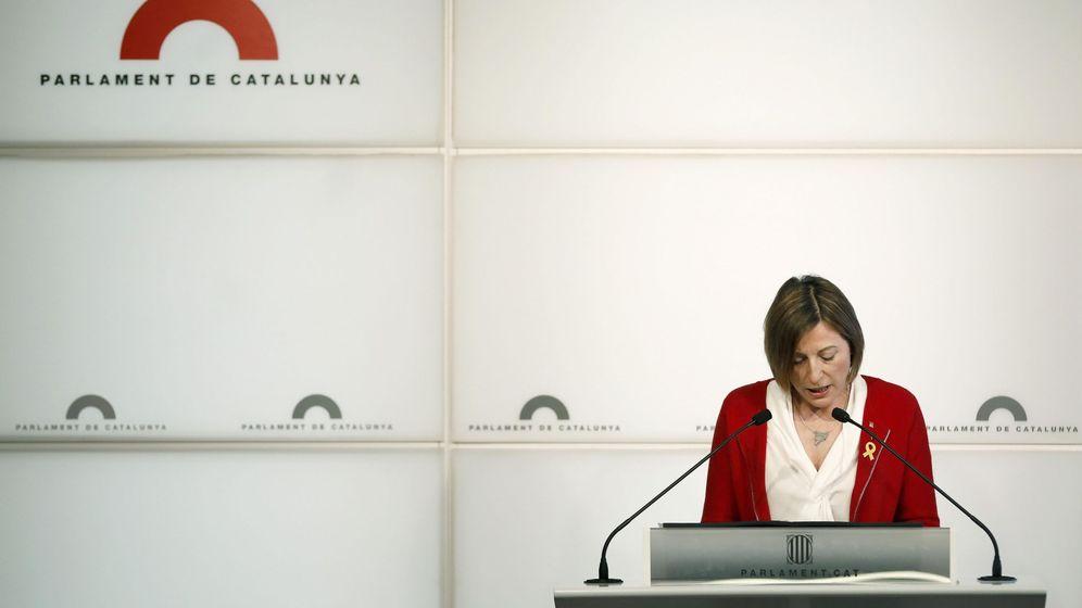 Foto: La presidenta del Parlament, Carme Forcadell, durante la rueda de prensa  que ofreció este jueves. (Efe)