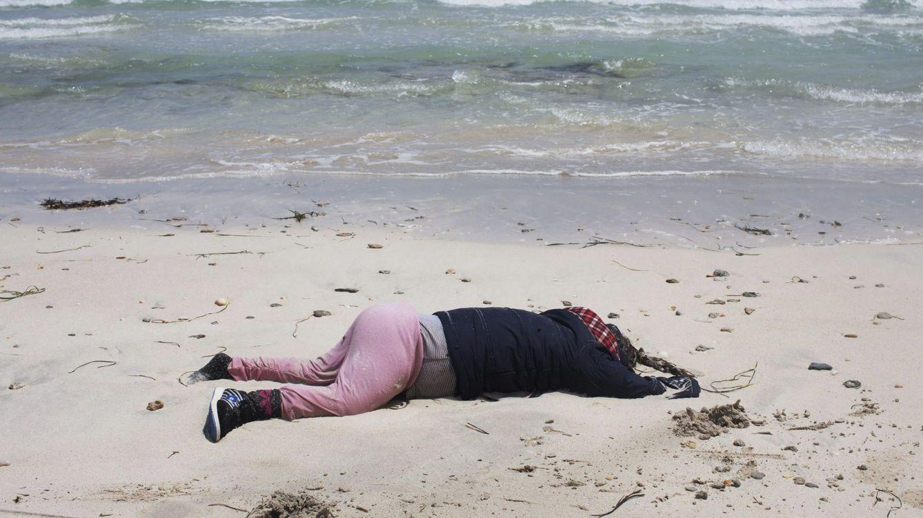 Foto: Encuentran decenas de cadáveres de inmigrantes en una playa de Libia