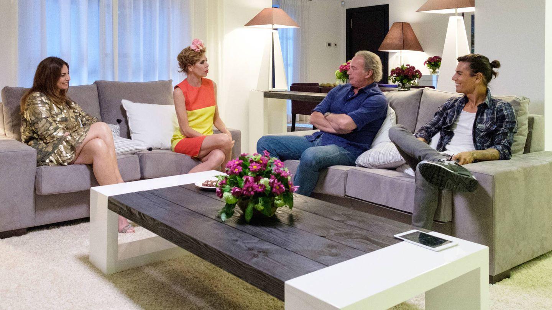 Bertín Osborne con sus invitados en 'Mi casa es la vuestra'. (Mediaset España)