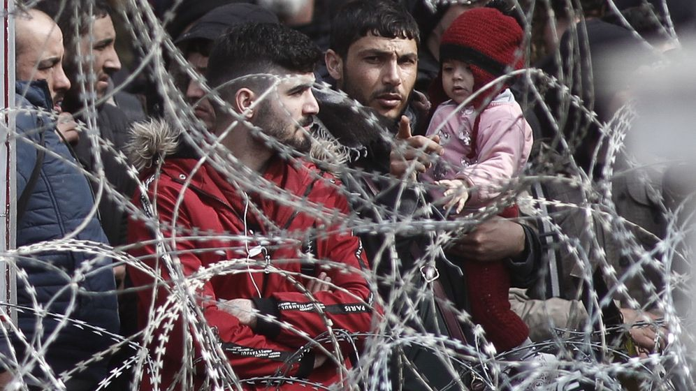 Foto: Refugiados e inmigrantes en la frontera entre Turquía y Grecia. (EFE)