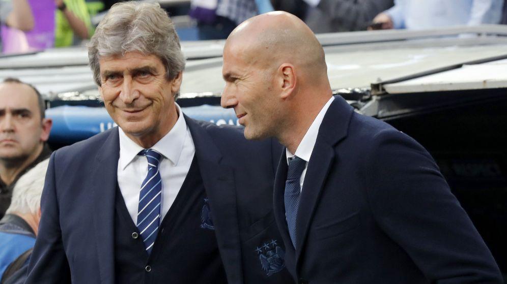 Foto: Pellegrini, actual técnico del Betis, junto a Zidane cuando se midió al Real Madrid con el Manchester City. (EFE)