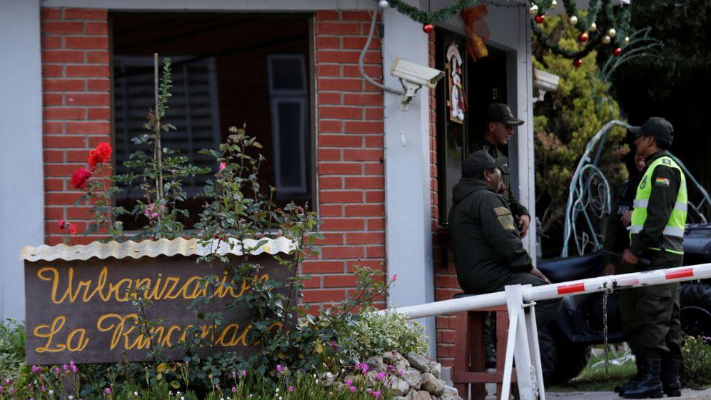 Foto: Acceso a la residencia de la embajadora de México en La Paz. (Reuters)