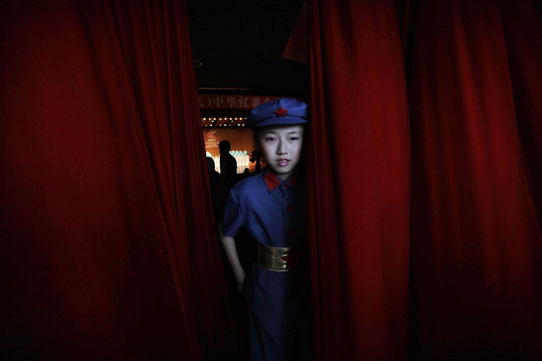 Foto: Una estudiante vestida como un soldado de las primeras tropas del Ejército Popular de Liberación durante una ceremonia en Chongqing (Reuters).