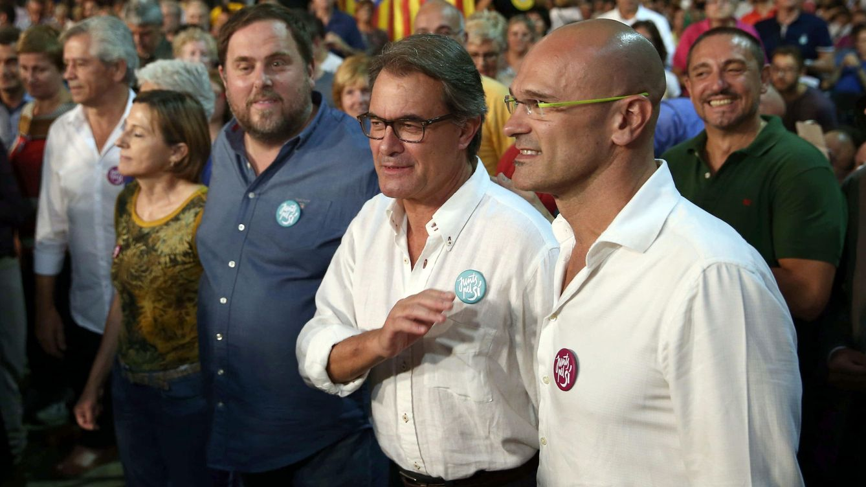 Foto: Junqueras, Mas y Romeva, en el mitin central de 'Junts pel Sí'. (EFE)