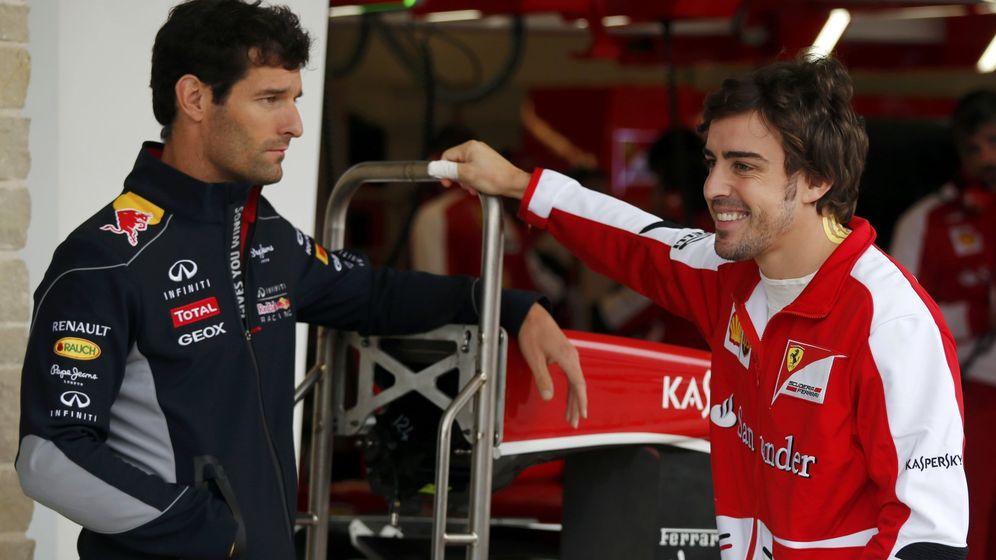 Foto: Mark Webber y Fernando Alonso en la temporada 2013.