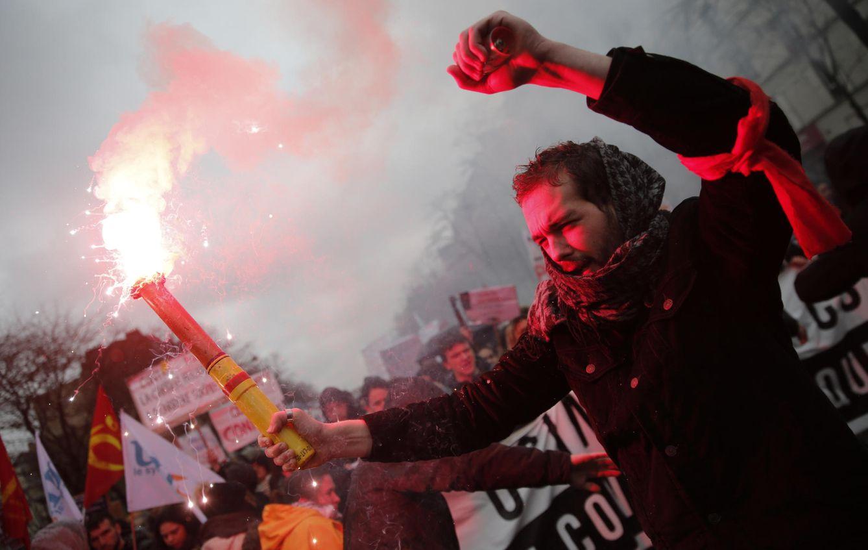 Foto: Estudiantes franceses durante las protestas contra la reforma laboral propuesta por el Gobierno de Hollande, en París, el 31 de marzo de 2016 (Reuters).