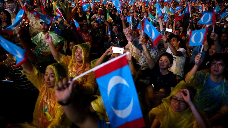 Foto: Partidarios de la Alianza de la Esperanza durante un mítin en Kuala Lumpur, el 6 de mayo de 2018. (Reuters)
