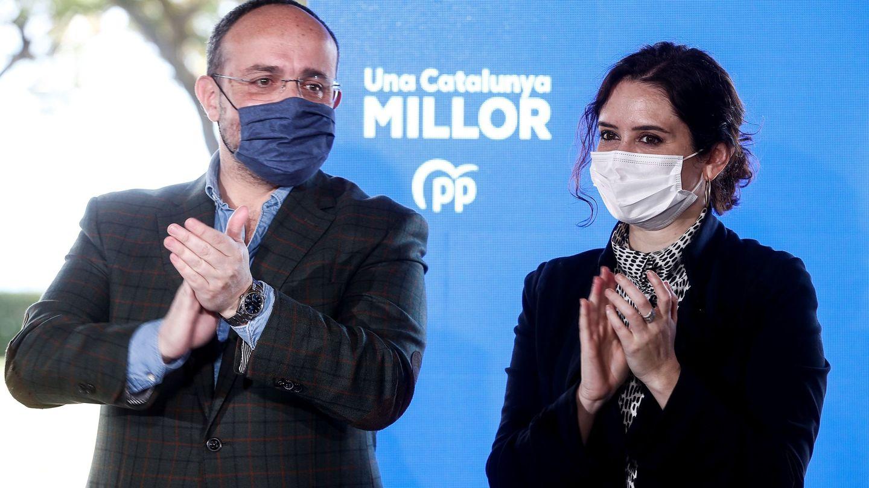 Isabel Díaz Ayuso participa este sábado en un acto junto al candidato del PPC. (EFE)