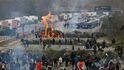 Los Mossos desalojan a los manifestantes que bloquean la AP-7