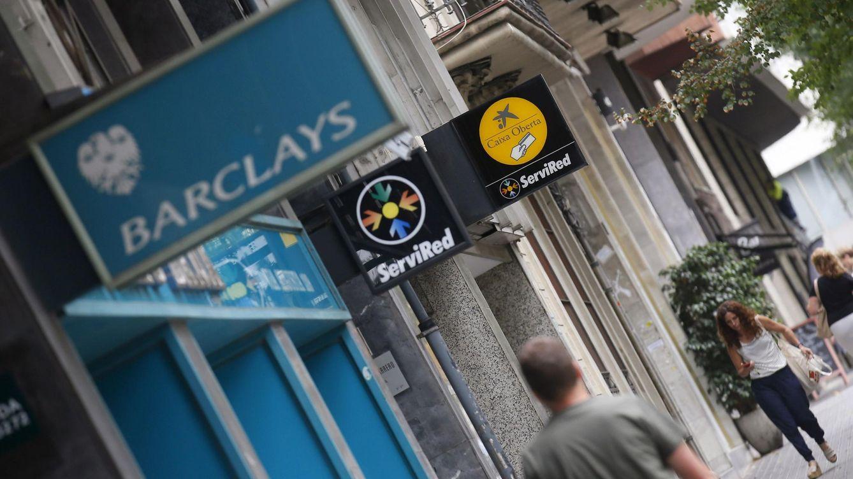 Foto: Caixa firma el ERE de Barclays con 975 salidas y condiciones mejores que Banco de Valencia