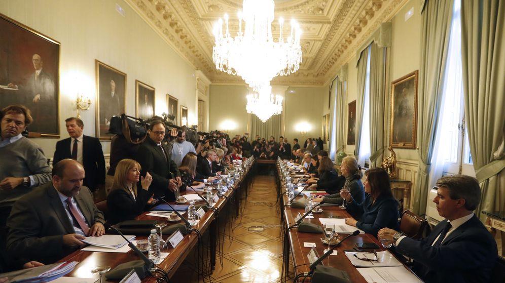 Foto: Reunión de los consejeros autonómicos para ultimar detalles de la Conferencia de Presidentes del martes. (EFE)