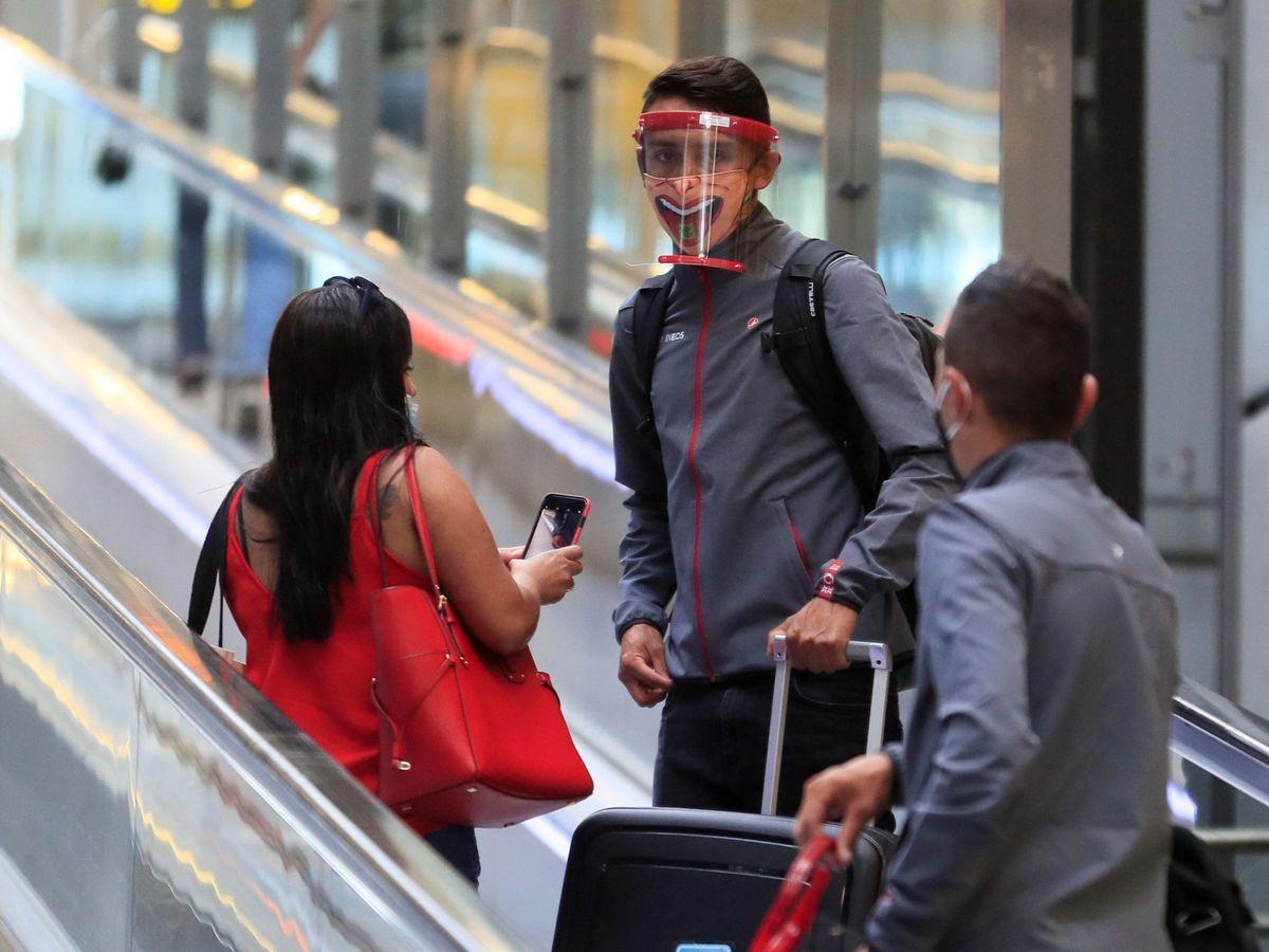 Foto: El Gobierno de Madrid considera que las medidas en Barajas convierten el aeropuerto en un coladero para el virus. (EFE)