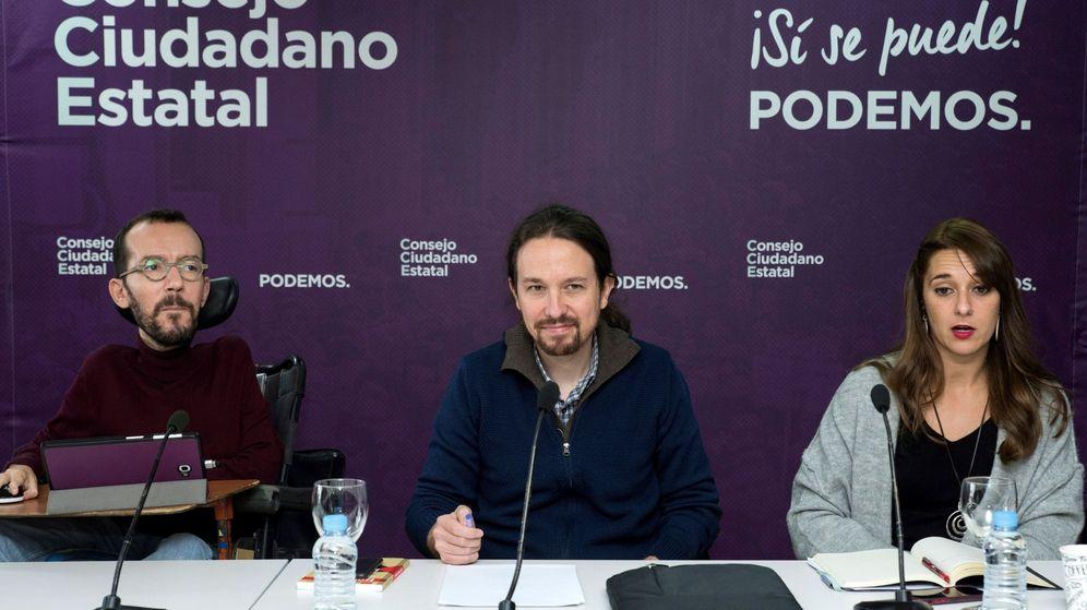 Foto: El secretario general de Podemos, Pablo Iglesias (c), junto al secretario de Organización, Pablo Echenique (i), y la coportavoz, Noelia Vera, en la reunión de la dirección estatal. (EFE)