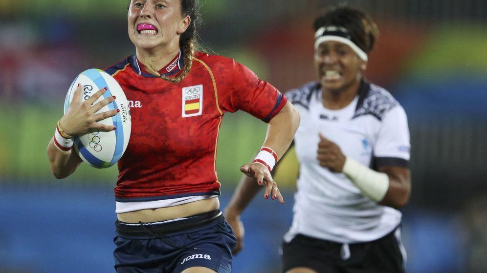 Foto: Amaia Erbina corriendo para anotar (Phil Noble/Reuters)