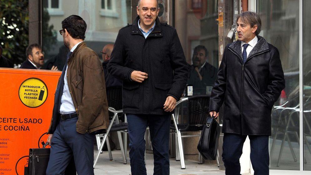 Foto: Manuel Eugenio Reija (c), el lotero investigado por adueñarse presuntamente de un boleto de la Primitiva premiado. (EFE)