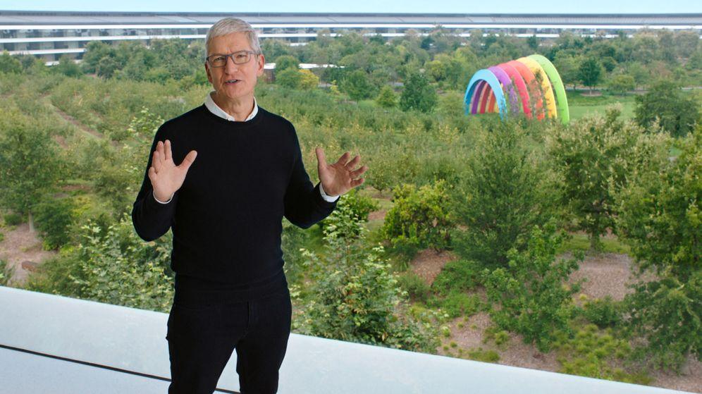 Foto: El CEO de Apple, Tim Cook, durante la presentación emitida en 'streaming' el pasado martes. (Reuters)