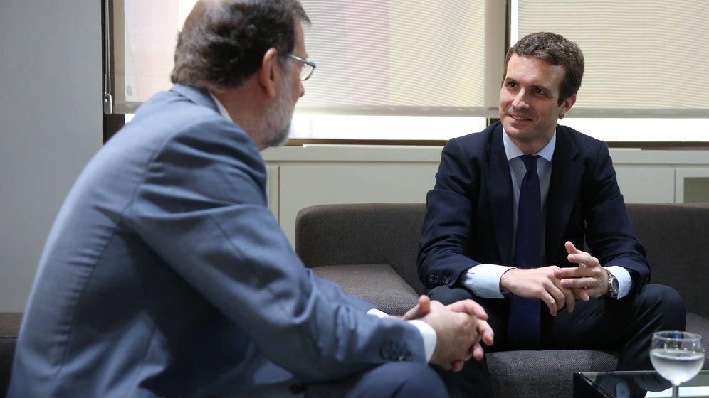 Foto: El nuevo líder del PP, Pablo Casado, en su reunión de este lunes con Mariano Rajoy. (Foto: Partido Popular)