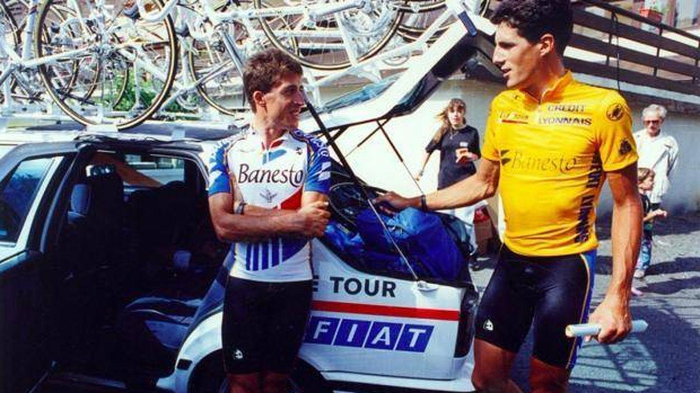 Perico Delgado e Induráin se saludan en el Tour de 1991.