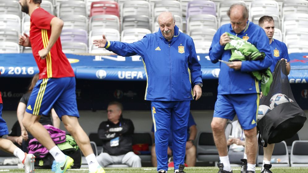Foto: Del Bosque, durante el entrenamiento en Toulouse. (Reuters)