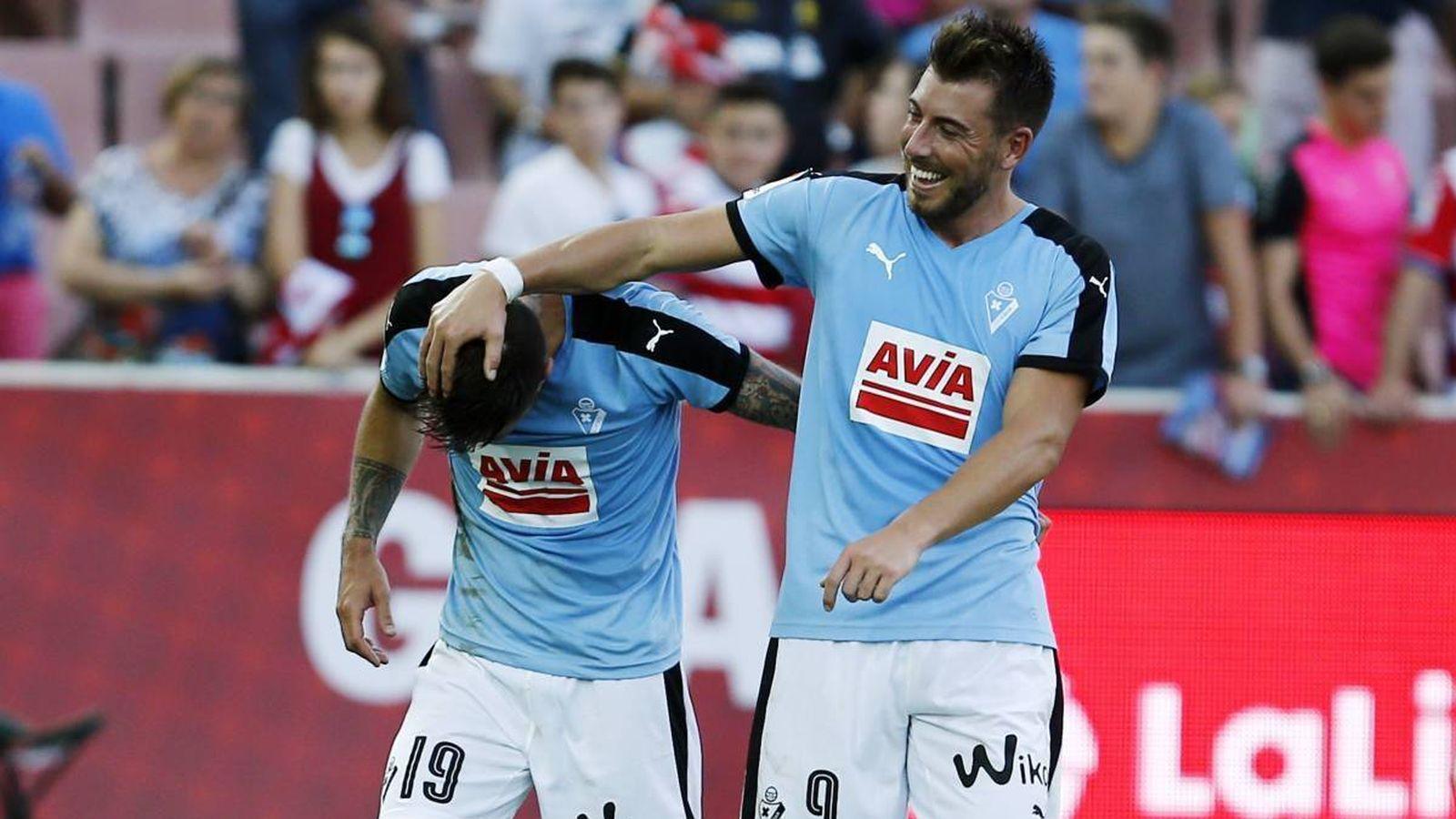 Foto: Luna y Enrich celebran un gol del Eibar