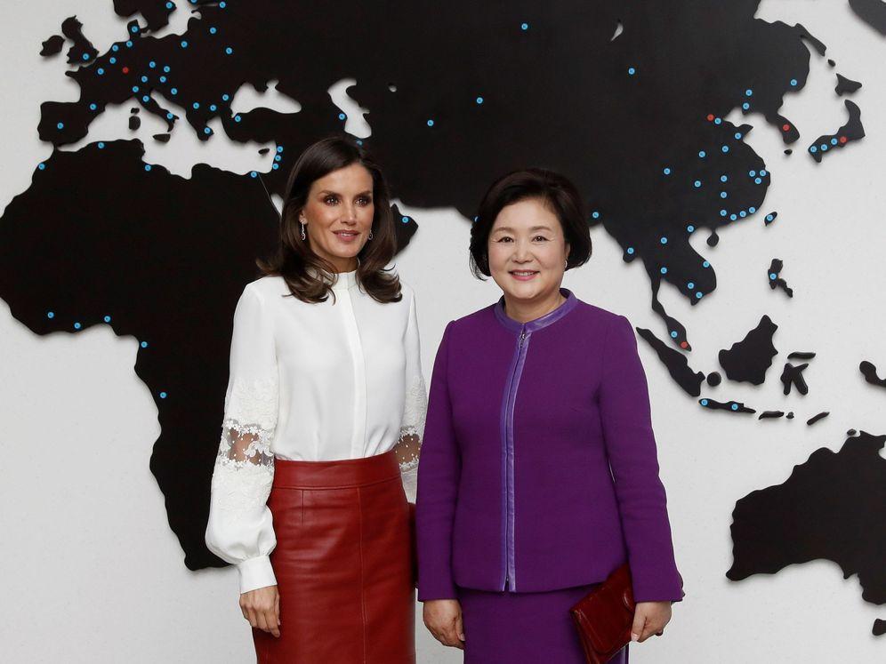 Foto: La Reina, junto a la primera dama coreana. (EFE)