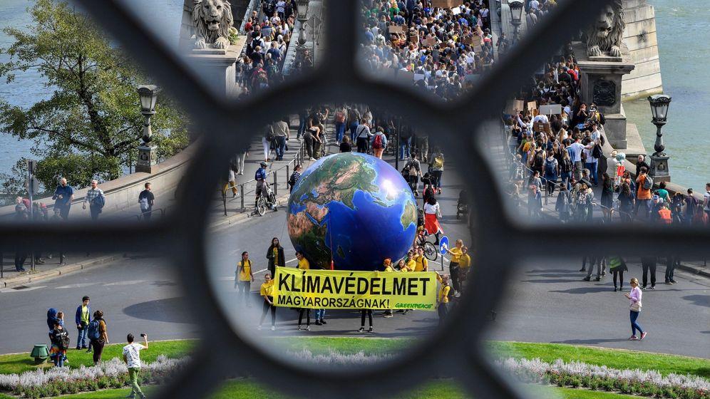 Foto: Marcha con motivo de la huelga mundial por el clima. (EFE)