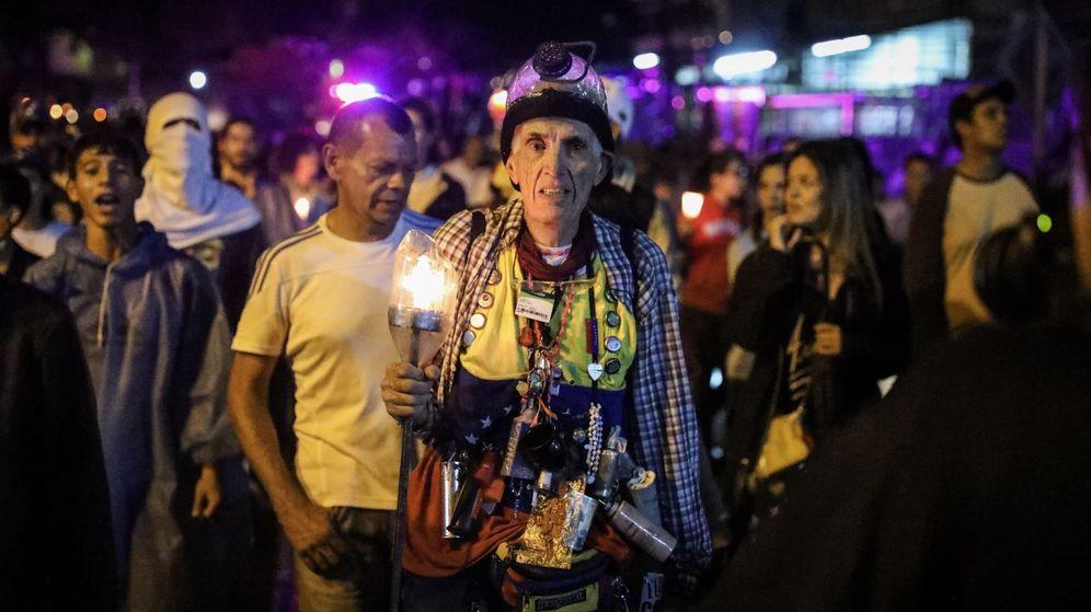 Foto: Marcha nocturna por las 94 víctimas de las protestas antigubernamentales. Caracas, 13 de julio de 2017. (EFE)
