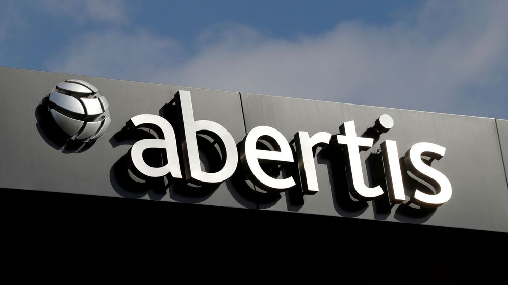 Foto: Logotipo de Abertis en sus oficinas de Barcelona. (Reuters)