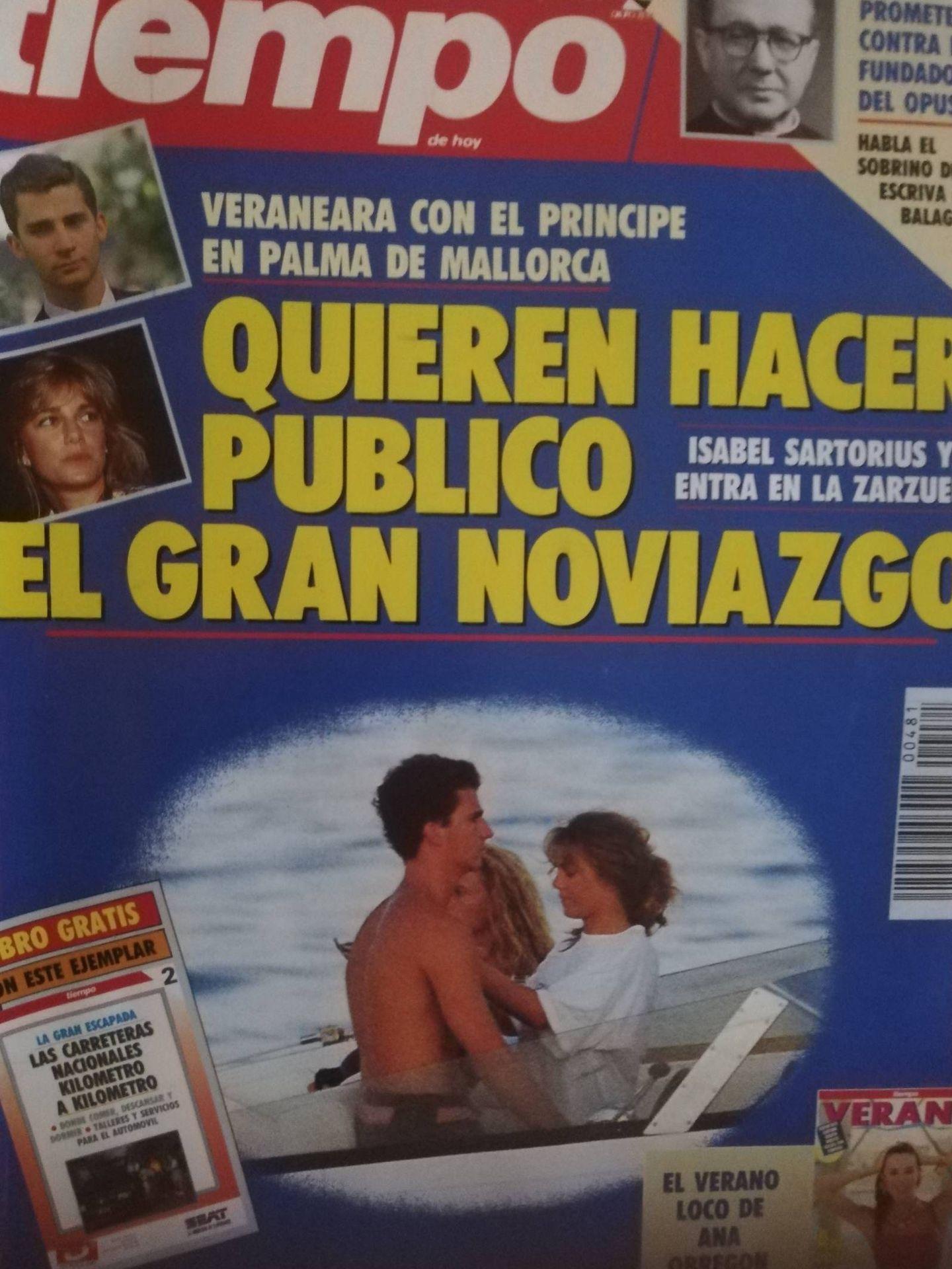 Portada de la revista 'Tiempo' con la imagen del príncipe Felipe junto a isabel Sartorius.
