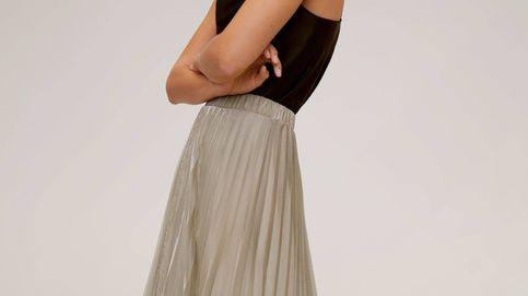 Descubre la falda royal que Mango Outlet vende por 35 euros