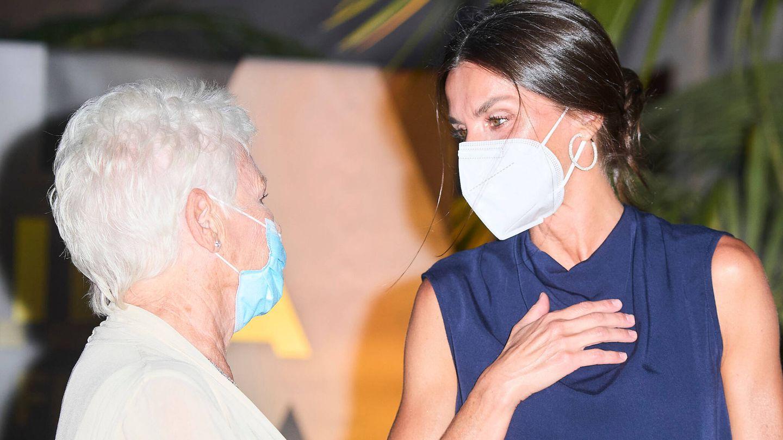 Doña Letizia junto a Judi Dench. (LP)