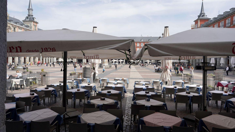 Vista de la plaza Mayor de Madrid prácticamente vacía. (EFE)